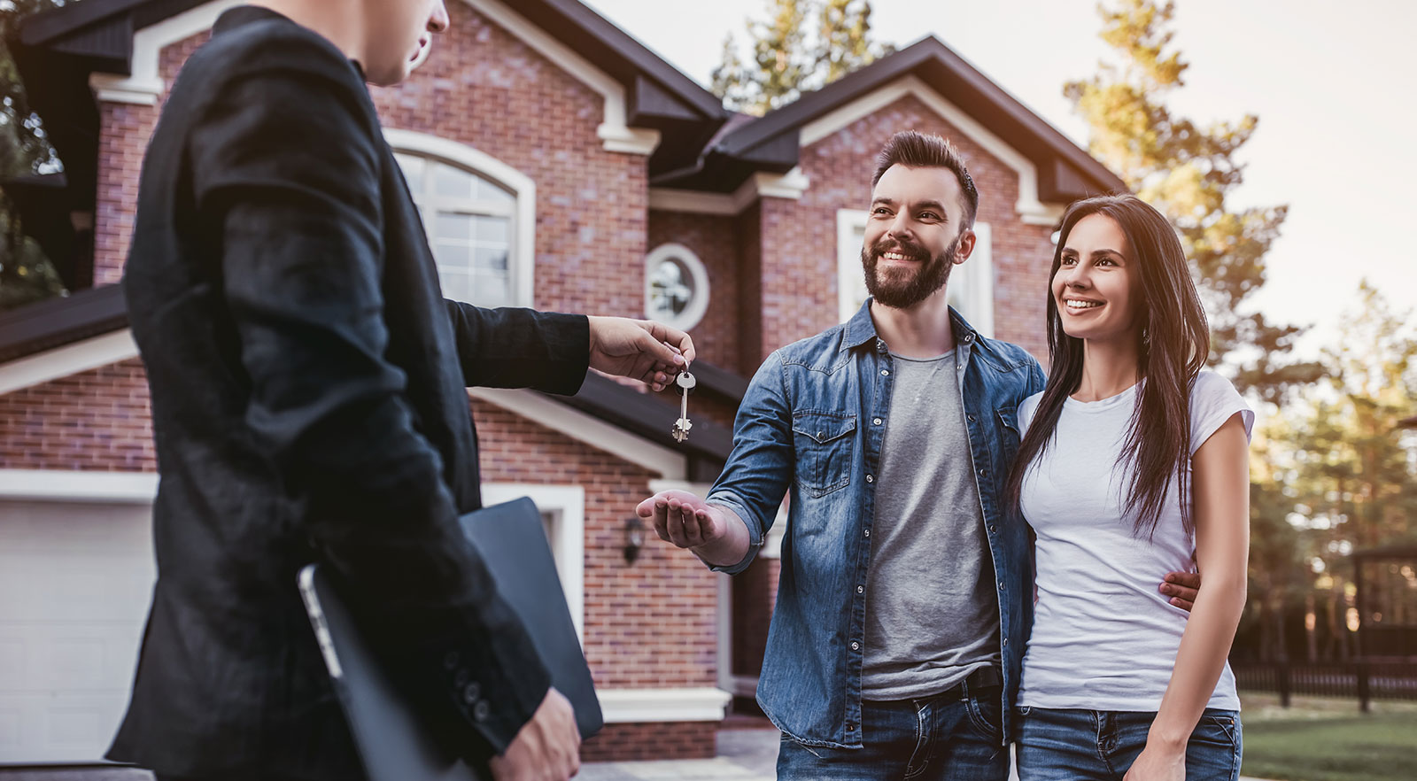 What You Need To Know About The Difference Between a REALTOR® and a Real Estate Agent
