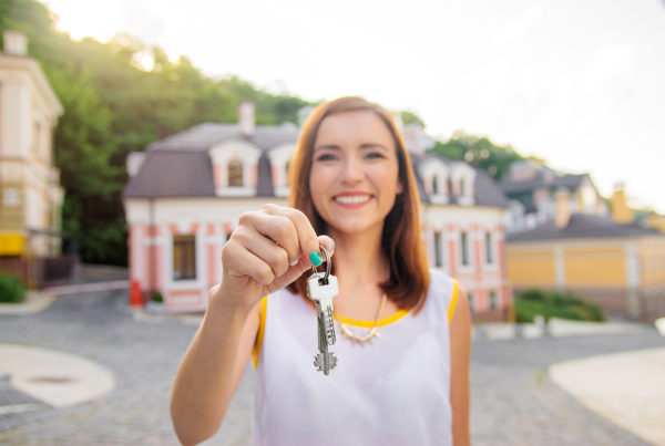 Realtor smiling and holding keys. 10 proven real estate tips. ProTraining