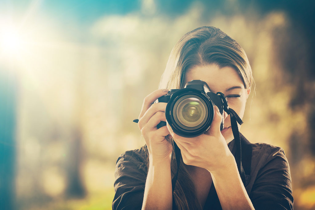 Photographer takes picture. Real estate tips. ProTraining. Professional Photographer
